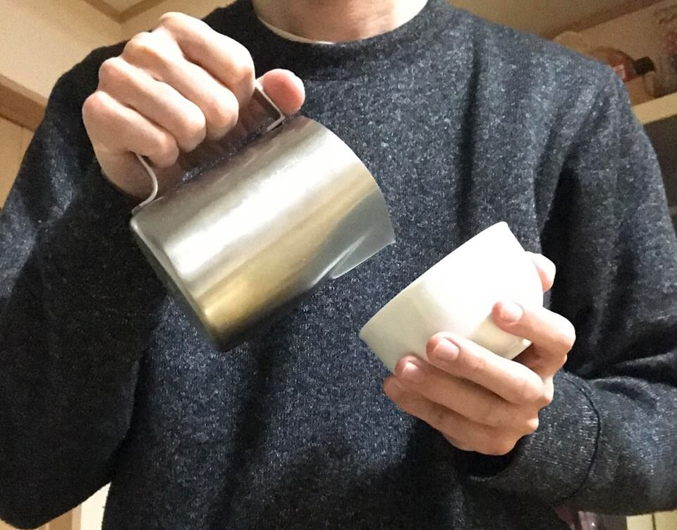 カップを持つ高さ